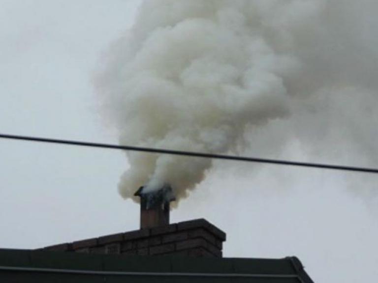 Smog wydobywający się z pieca